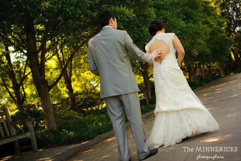first ӏооk аt а outdoor garden wedding іn Dallas аt Texas Discovery Gardens іn Fair Park (6)