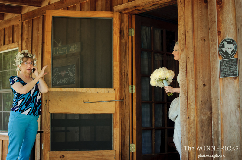 Southern vintage wedding at 7F Lodge in College Station with boots and a chapel (3)