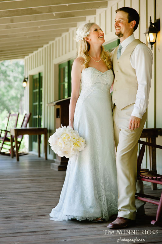 Southern vintage wedding at 7F Lodge in College Station with boots and a chapel (8)