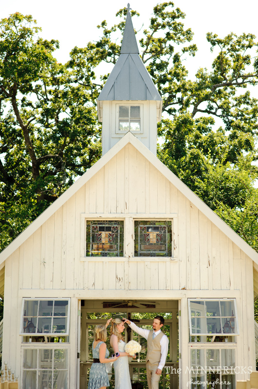Southern vintage wedding at 7F Lodge in College Station with boots and a chapel (9)