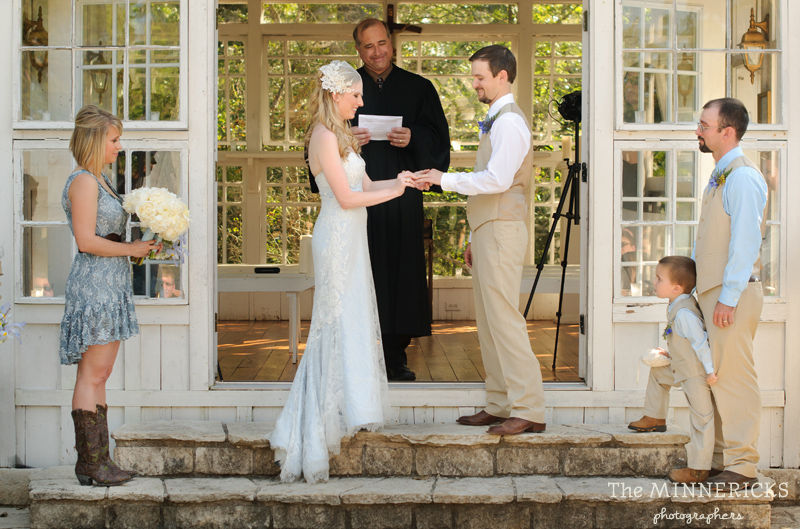 Southern vintage wedding at 7F Lodge in College Station with boots and a chapel (17)
