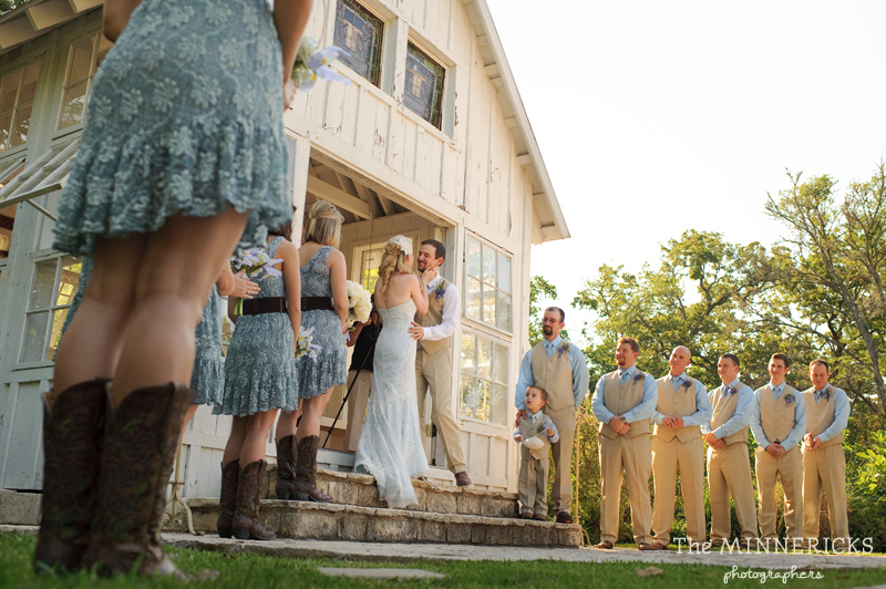 Southern vintage wedding at 7F Lodge in College Station with boots and a chapel (19)