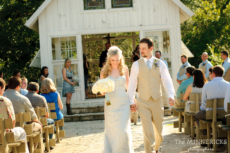 Southern vintage wedding at 7F Lodge in College Station with boots and a chapel (21)