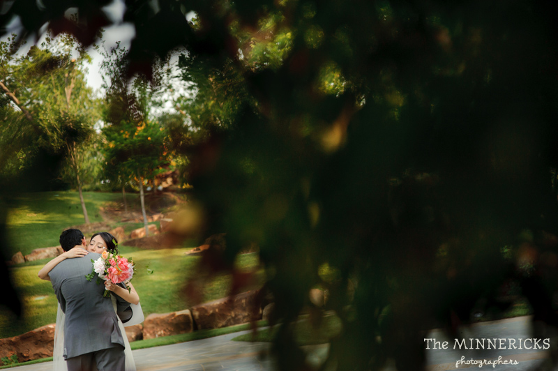 outdoor wedding at the Dallas Arboretum in the Lay Ornamental Garden and Camp House (8)