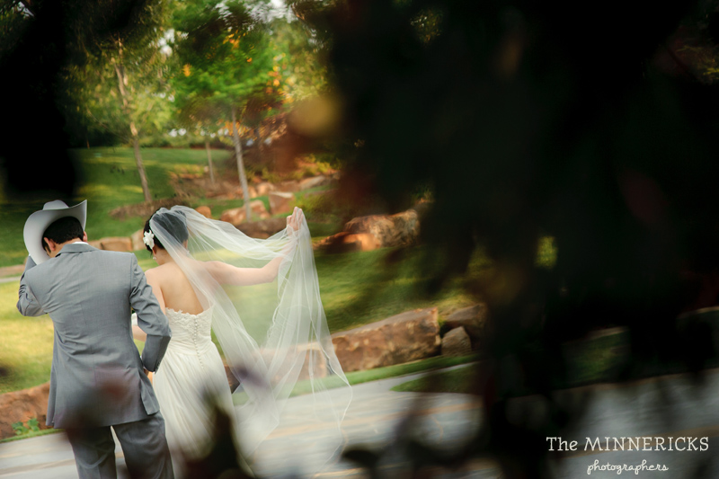 outdoor wedding at the Dallas Arboretum in the Lay Ornamental Garden and Camp House (10)
