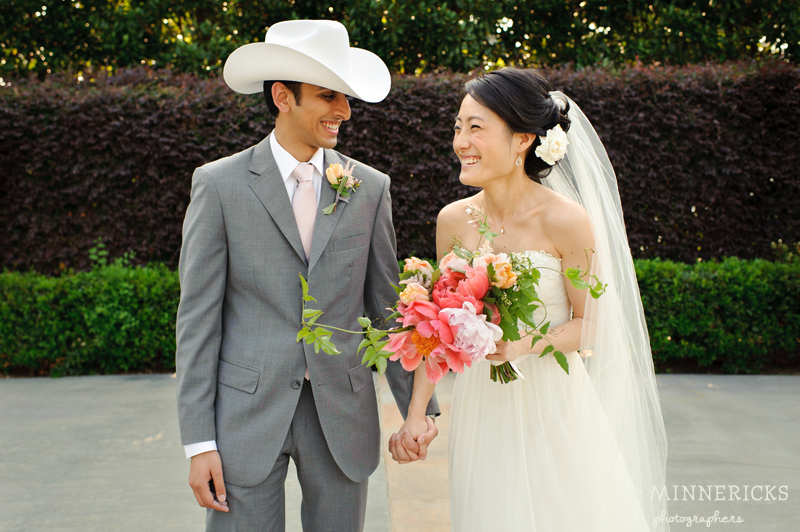 outdoor wedding at the Dallas Arboretum in the Lay Ornamental Garden and Camp House (11)
