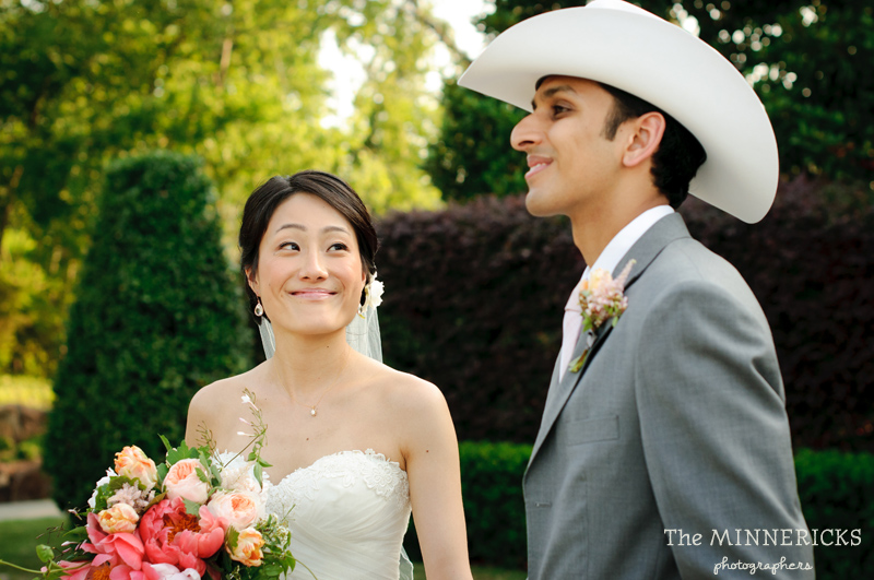 outdoor wedding at the Dallas Arboretum in the Lay Ornamental Garden and Camp House (14)