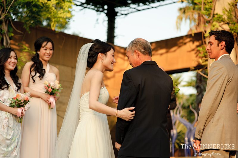 outdoor wedding at the Dallas Arboretum in the Lay Ornamental Garden and Camp House (17)