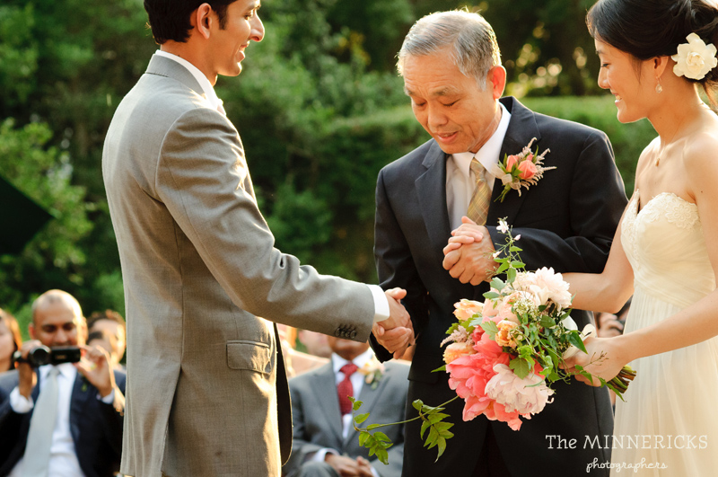 outdoor wedding at the Dallas Arboretum in the Lay Ornamental Garden and Camp House (18)