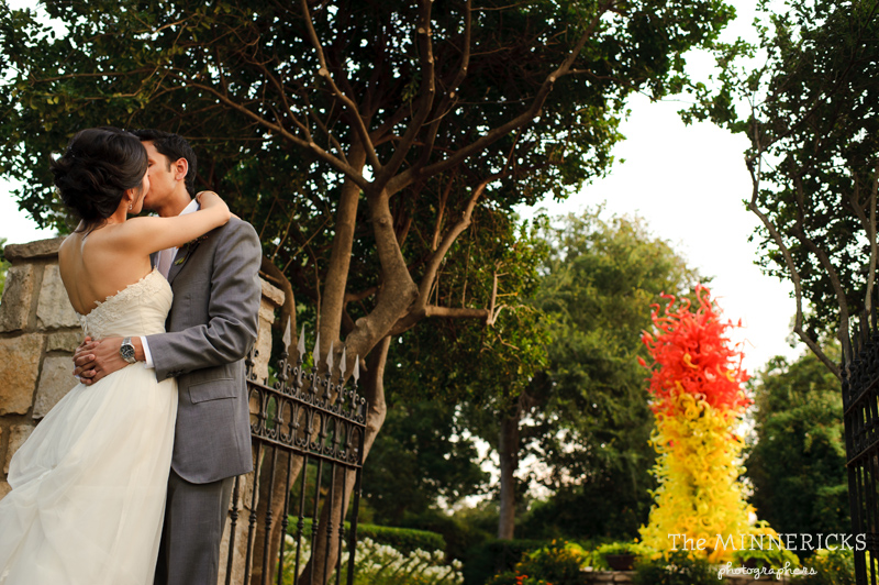 outdoor wedding at the Dallas Arboretum in the Lay Ornamental Garden and Camp House (27)