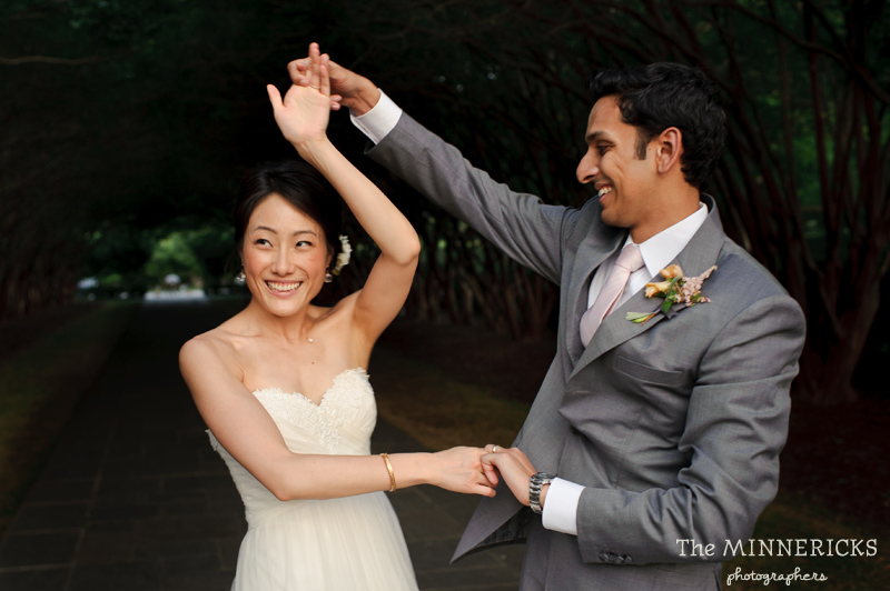 outdoor wedding at the Dallas Arboretum in the Lay Ornamental Garden and Camp House (29)