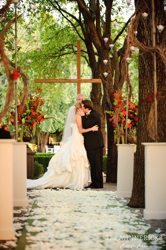 Beautiful outdoor garden wedding at Marie Gabrielle in Dallas